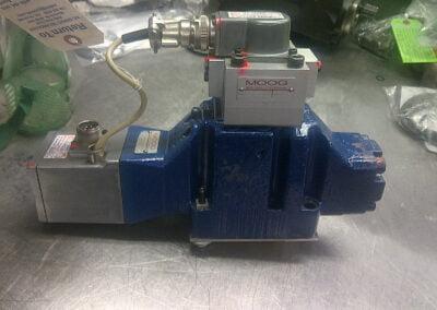 Moog D642 284--5 pin connector